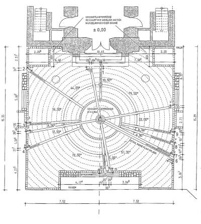 Die Gestaltung des Kirchenvorplatzes nach dem Entwurf der Architektengruppe Koop und Singer
