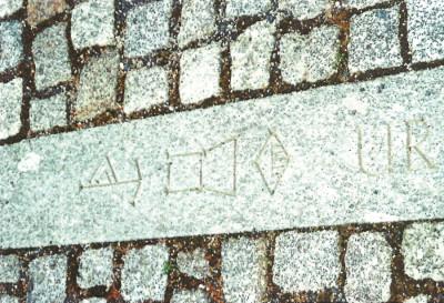 Die Inschrift »UR« in Keilschrift