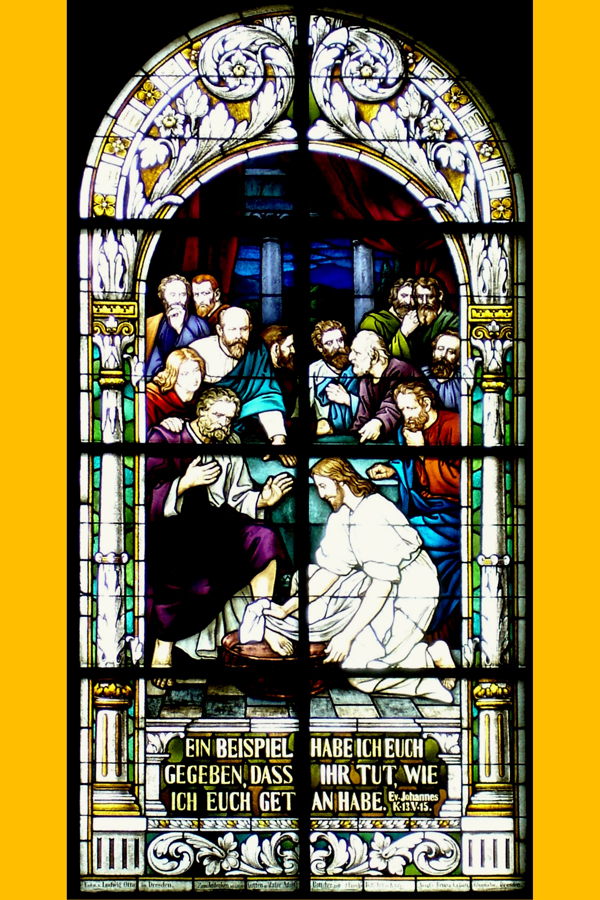 Fenster in der Aspis links: Christus wäscht seinen Jüngern die Füße
