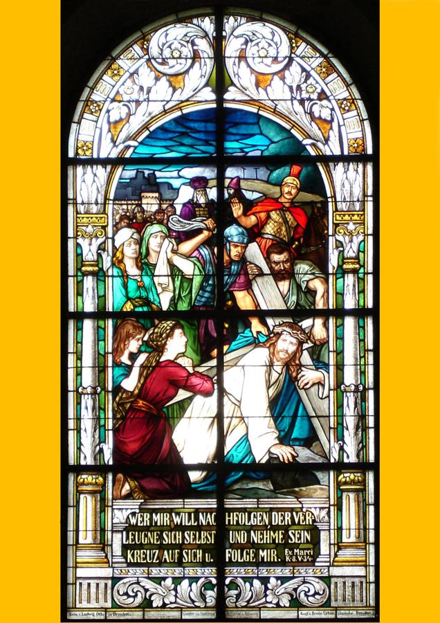 Fenster in der Aspis rechts: Christus trägt sein Kreuz zur Richtstätte
