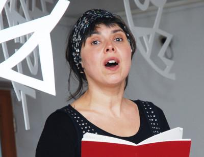 Performerin Agnes Ponizil