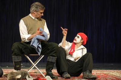 Szene mit König Lear (Olaf Hörbe) und dem Narren (Cordula Hanns)