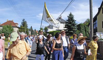 Vorzeigen der Passagierscheine an der Gemeindegrenze zu Lindenau Foto: K. Baum