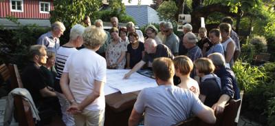 Erläuterungen im Garten des Retzschgutes Foto: F. Kratz