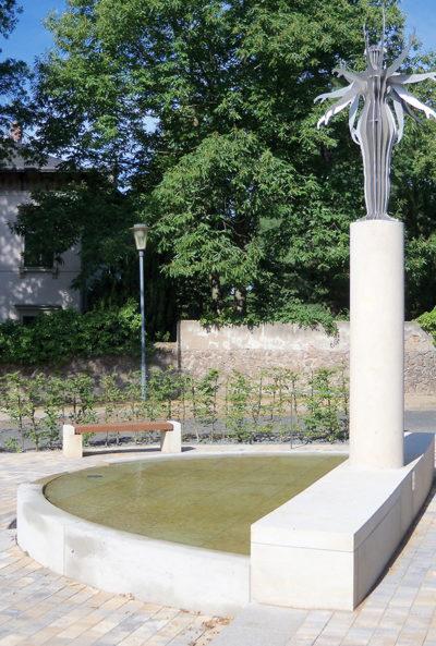 »Bilz-Denkmal« an der Kreuzung Augustusweg und Eduard-Bilz-Straße